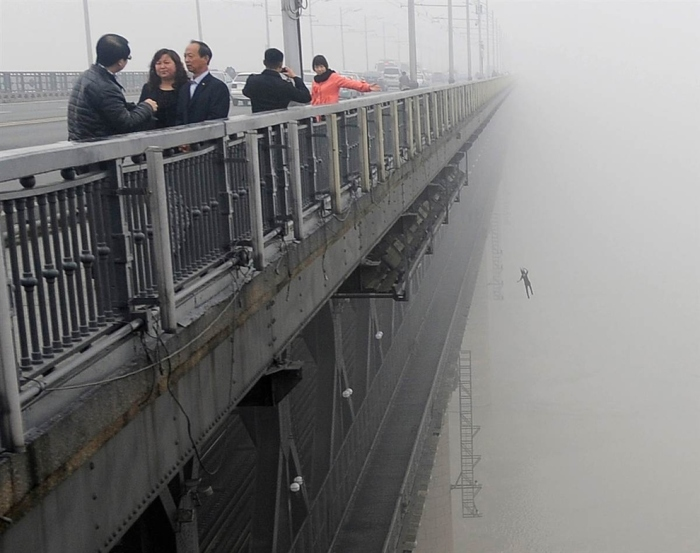 Suicide from the Yangtze river bridge, China